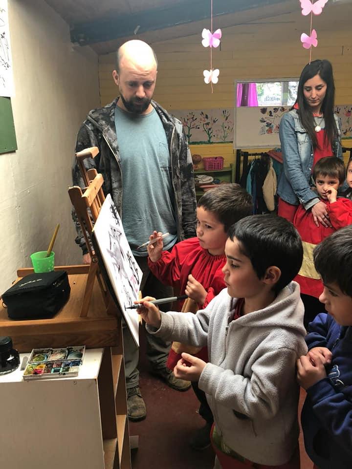 """Proyecto Arte. Nos visitó Javier Delfino .Nos contó como trabajan y crean los artistas plásticos y nos motivo a chicos y grandes a imaginar, crear y disfrutar. """" de artistas y de locos todos tenemos un poco"""" Gracias Javi!!!"""